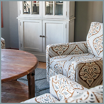 Sitting Room Accent Chairs & Hutch